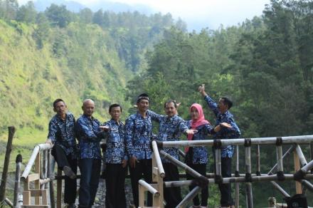 Wajib Pakai Batik Balerante